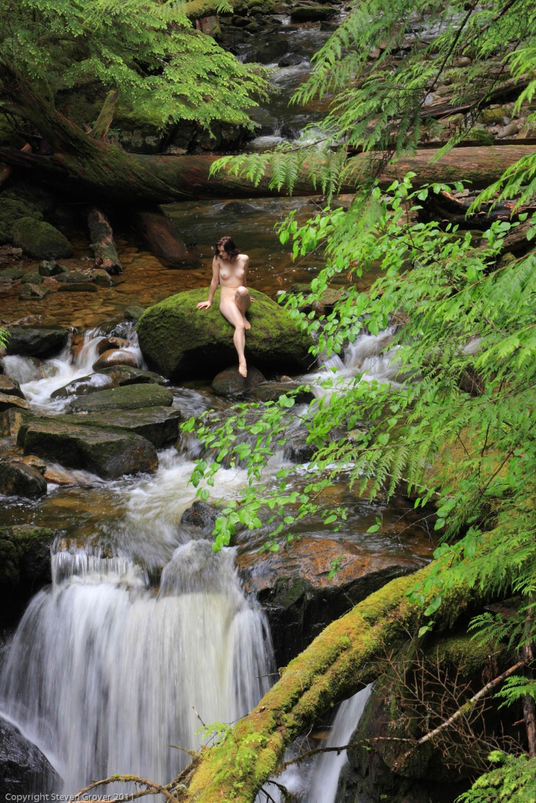 Jen sitting nude by creek in Appleton Canyon near Powell River, B.C.  MR#110713